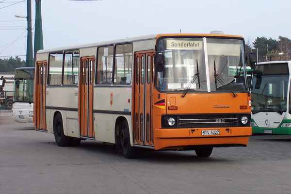 Ikarus Bus. Long transit us station link